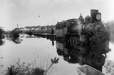 Guerra do Contestado (Passagem de Trem pelo Rio Negro em Três Barras-SC)