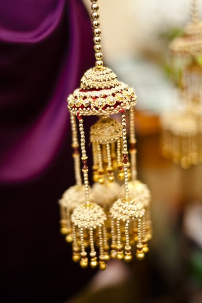 so beautiful! punjabi/sikh brides wear these on their hands - they hang from a dozen red and white gorgeous bangles and they look so so good! <3 the bride is supposed to go rub her hands over unmarried girls, n whatever part of this falls on whichever girl, she is said to be the next one! more like the church version of throwing the bouquet! :)