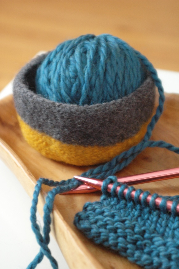 Knitting Needles And Yarn Weight : Knitting tutorials terms yarn weight needle size tips