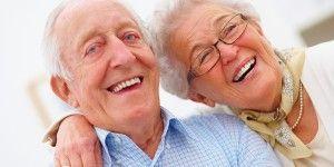 Her yaşta sağlıklı gülüşlere ihtiyacımız var.  Hareketli protezler için çekimlerden sonra düzgün olmayan çene kemiklerinin protez zeminine hazırlanması işlemine PREPROTETİK CERRAHİ adı verilir. Daha önceden kullanılan protezlerin dokularda yaptığı olumsuz değişimler için düzeltme gerekebilir.