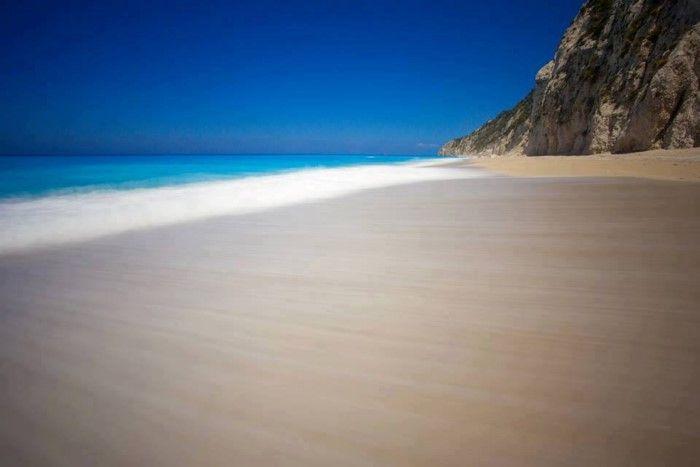 Η παραλία με τα πιο γαλάζια νερά στον κόσμο βρίσκεται στην Ελλάδα! Δείτε όλες τις αποχρώσεις του μπλε!