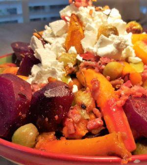 Herfstschotel met spruitjes en spekjes. Een super makkelijk ovengerecht vol met verse herfst groenten. Koolhydraatarm en zonder spekjes ook vegetarisch. #spruitjes #spek #koolhydraatarm #wortel