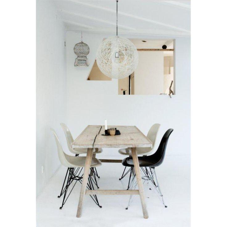12x+een+ode+aan+Eames+eetkamerstoelen