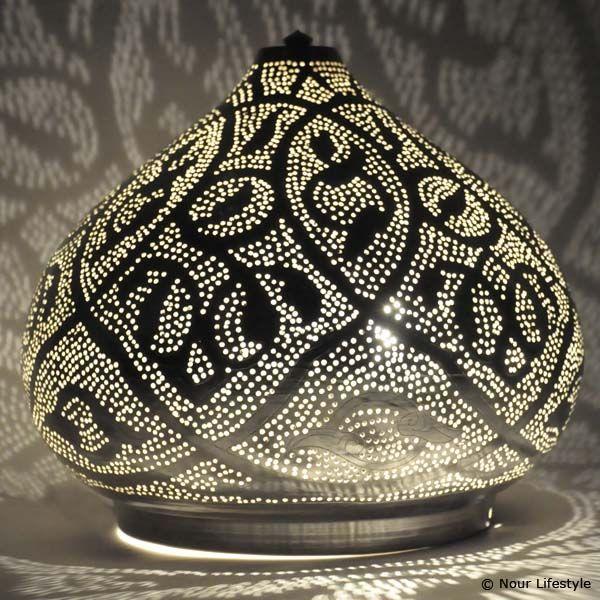 Egyptische tafellamp Narjas, verzilverde tafellamp met Arabische patronen, handgemaakt in Egypte www.nourlifestyle,nl
