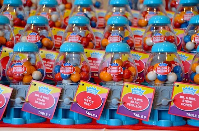 Cool Idea Double Bubble Gumballs As Place Cards Escort Card Table At