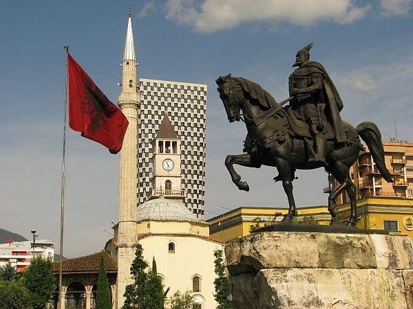 http://krzysztofmatys.blog.onet.pl/files/2015/01/albania-tirana-skandenberg-fot-krzysztofmatys.jpg
