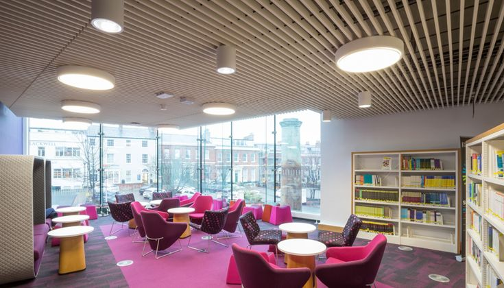 Hunter Douglas, the international leader in architectural building products, was called upon to design and manufacture the 800m2 wood grill ceiling for the undergraduate library building at the University of Leeds.
