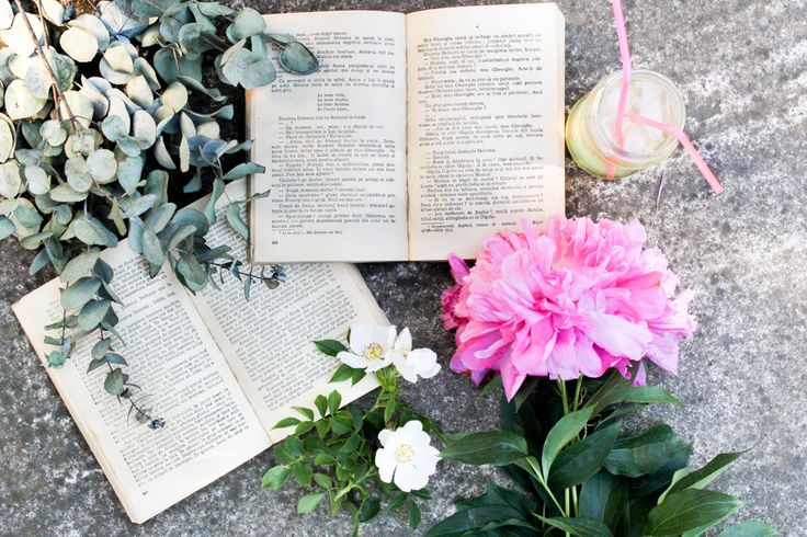 Peonies, books and fresh lemonade  Dorothy Puscas | Find me on Instagram @dorothypuscas