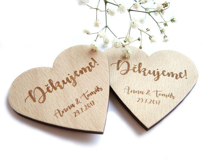 Poděkování+svatebčanům+-+dřevěné+magnety+Milý+způsob,+jak+vyjádřit+vděčnost+svatebním+hostům+a+věnovat+jim+památku+na+svatební+den.+Dřevěnými+magnety+ve+tvaru+srdce+můžete+ozdobit+slavnostní+svatební+stoly+nebo+je+například+jako+překvapení+přiložitk+výslužkám.+Svatebčané+tak+dostanou+praktický+a+trvanlivý+dárek,+který+jistě+ozdobí+nejednu+ledničku+či...