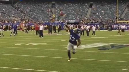 Watch Giants wide receiver Odell Beckham Jr. make another one-handed catch during warmups  prior to the Preseason Week 1 matchup vs. the Pittsburgh Steelers.