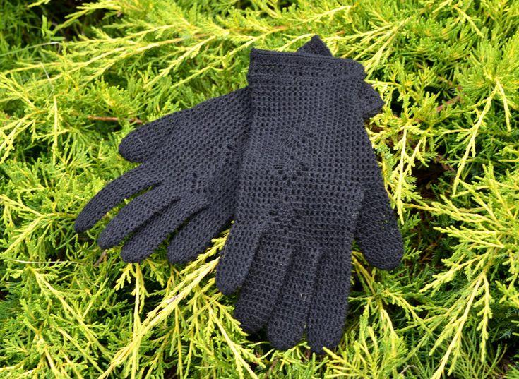 rocheted gloves