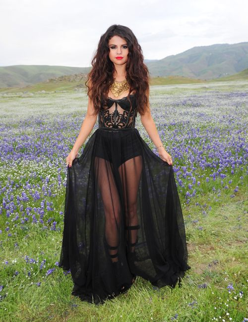 I don't particularly like Selina Gomez but she is super hot these daysss