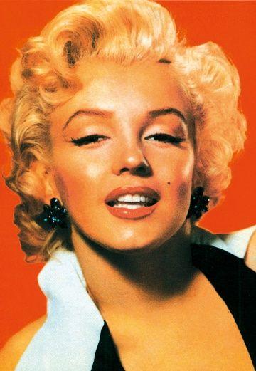 Marilyn Monroe (1926-1962), Künstlername von Norma Jeane Baker, Schauspielerin, die zum zeitlosen Mythos und zur Pop-Ikone wurde. #wallpaper #Tapete