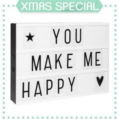 DISPONIBLE+EN+PRÉCOMMANDELIVRAISON+ESTIMÉE+À+MI-DÉCEMBRE ☆+XMAS+SPECIAL+//+Jusqu'au+25+décembre,+un+set+de+Lettres+Fantaisies+est+offert+avec+cette+Lightbox+!+☆ Voici+l'incontournable+Lightbox+A+Little+Lovely+Company+au+format+A4+!Cette+petite+boîte+lumineuse+est+fournie+avec+un+lot+de+85+lettres+et+symbols.+Glissez+les+sur+la+Lightbox+pour+créer+tous+les+mots+doux+que+vous+voudrez+! La+lightbox+brille+grâce+à+une+ampoule+LED+ultra+longue+durée+qui+ne+chauffe+pas.+Ellese+branche+sur+le+s...
