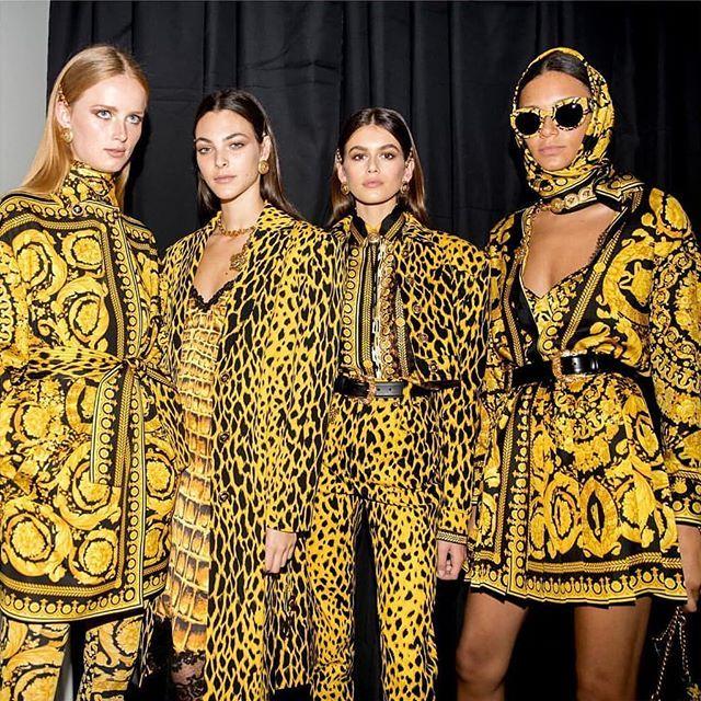 Barocco squad goals - #VersaceTribute #VersaceSS18 Coming soon in store.. Edward Donna #versace #versaceofficial #springsummer18 #donatellaversace #barocco #moda #couture #runway #style #details #color #couturefeast #blog #chic #fashionblog #designer #inspiration #hautecouture #trend #accessories #readytowear #edwardonna #trani