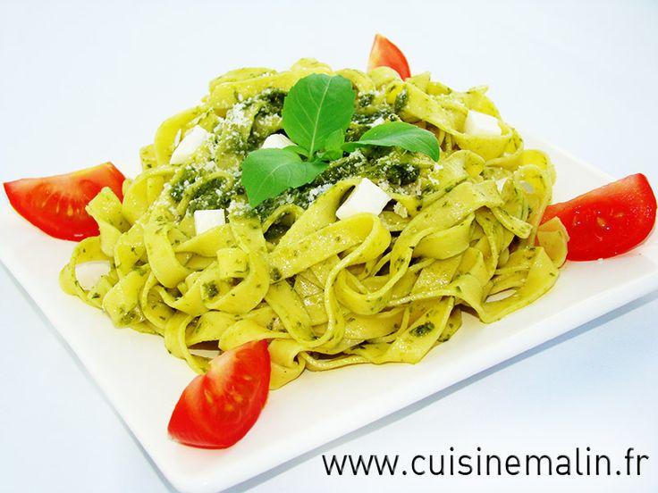 Recette des Tagliatelles au Pesto par Cuisine Malin. Le plat fraicheur des soirées d'été, le charme de l'Italie en plus. Faire une authentique sauce Pesto moins de 5 minutes...  http://www.cuisinemalin.fr/tagliatelles-au-pesto