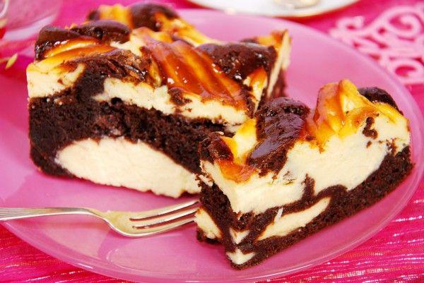 Вкусные мраморные пирожные с шоколадом и творогом. Это прекрасный десерт к чашечке кофе.    Ингредиенты  сливочное масло100 г шоколад125 г какао-порошок2 ст.л. яйца2 шт. ванильный сахар5 г + 5 г соль…
