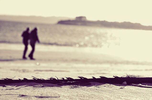 Valora a la gente que tienes a tu lado, porque no te dejará caminar solo #mine #blackandwhite #photograph #photgrapher #photo #seselleando #galifornia #me #amistad #familia
