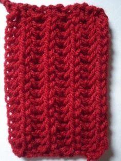 Olha que ponto bonitinho! Minha ex-professora de tricot/crochet me passou esse ponto e disse que fica bem para fazer faixa para cabelo, cin...