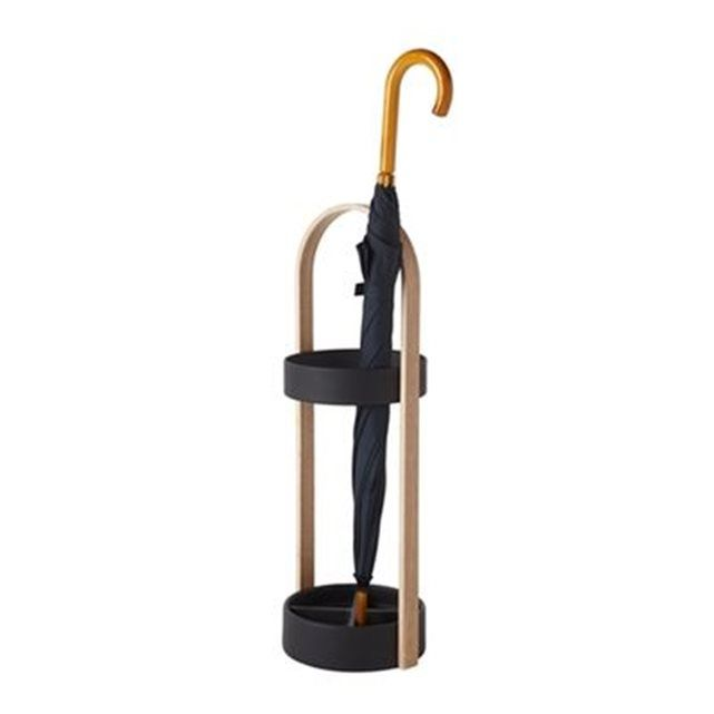 Porte-parapluies Umbra Hub UMBRA : prix, avis & notation, livraison.  Vous perdez souvent vos parapluies ? Le porte-parapluie Umbra fournit la solution. Ainsi, vous gardez tout en un seul endroit, élégamment ! Il est en bois et en acier avec un revêtement résistant à l'eau. Mettez-le dans le hall et vous trouverez toujours