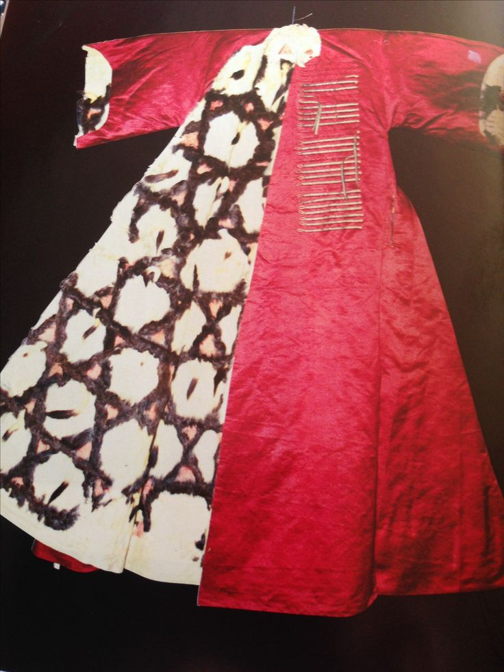 """scanned by Barbara Viruet: 16 or 17 c. Ottoman *patchworked* ermine-lined summer kaftan. From """"Furs and Skins Owned by the Sultans"""" by Hulya Tezcan, in """"Ottoman Costumes: From Textile to Identity"""", edited by Suraiya Faroqhi & Christoph K. Neumann"""