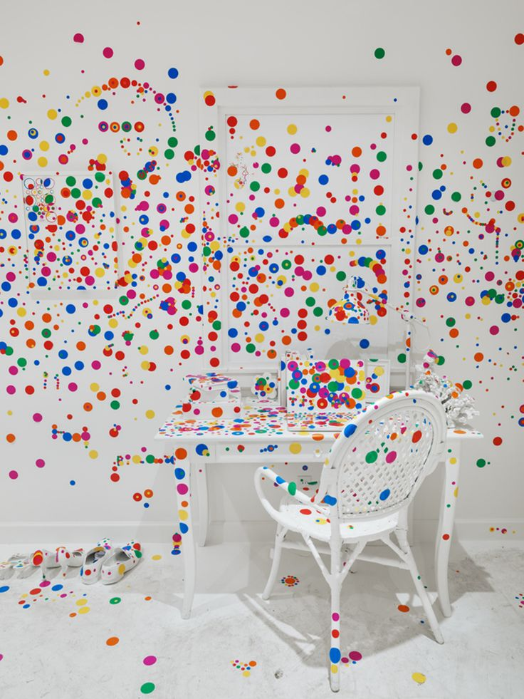 Yayoi Kusama's Polka Dot-Covered 'Obliteration Room' Shows for the First Time in the U.S. - atelierdeveil.com