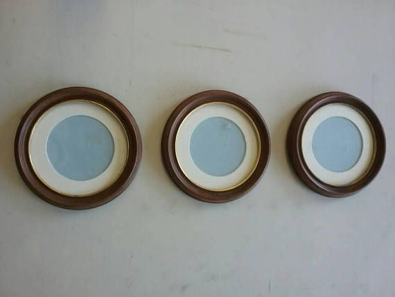 Set of 3 round picture frames wood and gold gilt. With round