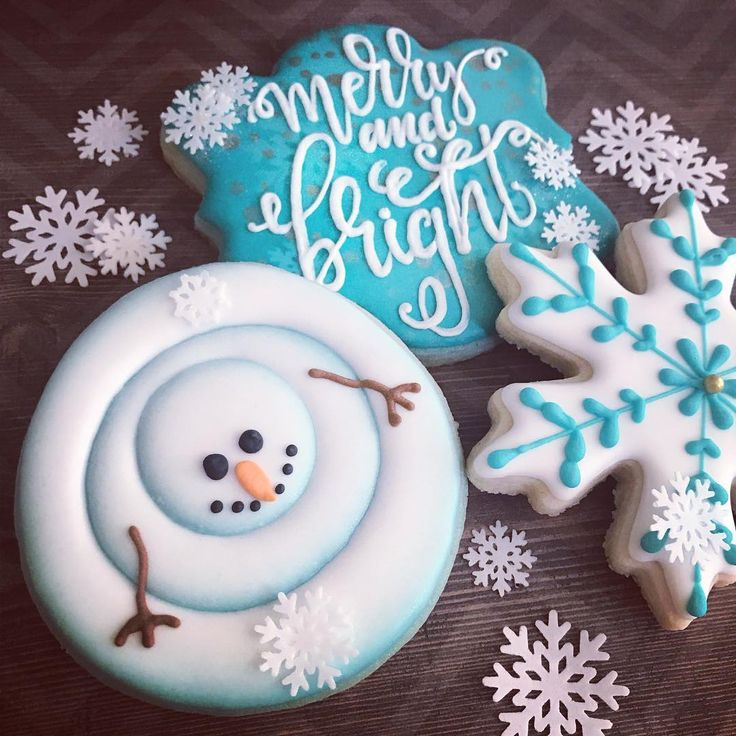 #christmascookies #snowmancookies #merryandbright #decoratedcookies #customcookies #tistheseason #cookiesofinstagram #royalicing #cookieart #cookieartist #custom #sweettcakes #blessed #dowhatyoulove