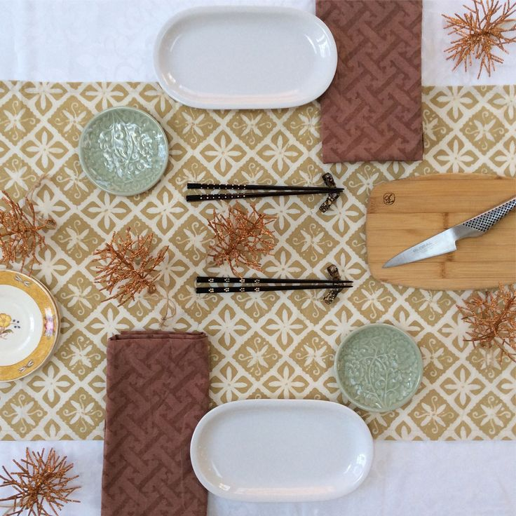 Double diamond geometric motif. Perfect for the table any time of year. Hand dyed block batik from #Textiil