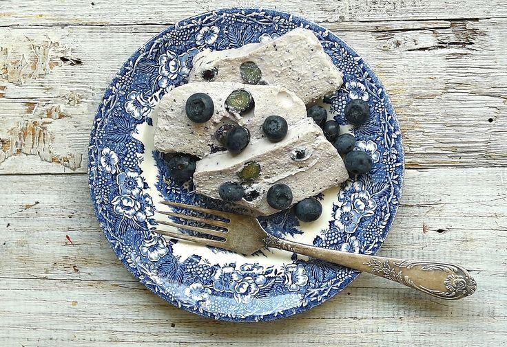 Áfonyás-túrós sütés nélküli desszert cukormentesen