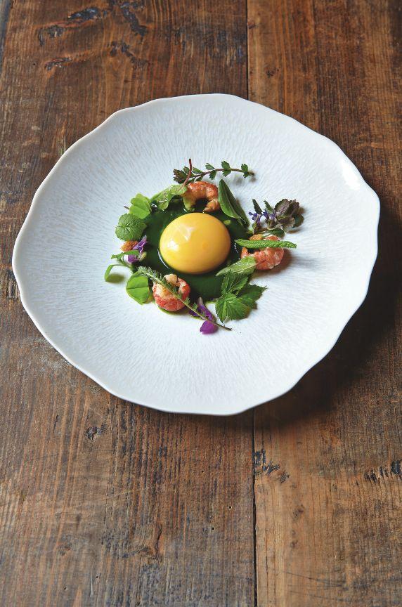 Jaune d'oeuf, Ecrevisses, Herbes sauvages. Restaurant Jean Sulpice - Val Thorens, France #Gourmet #Gastronomie #Plat #FoodArt #FoodPorn #RelaisChateaux