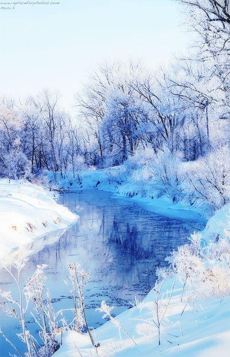 La beauté cristalline de l'hiver, et le temps qui se fige un instant tandis que la terre se pare de ses plus beaux bijoux, et que les ruisseaux se muent en veines de cristaux étincelants...