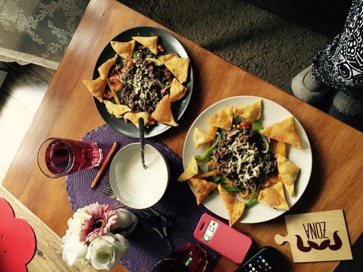 Nachosy podsypywane serem z podrawką tex-mex - zgara.pl #mexicanfood #food #streetfood #slowfood #mexico #nachos #foodporn #beef #paprika #jedzenie #przepis #recipies