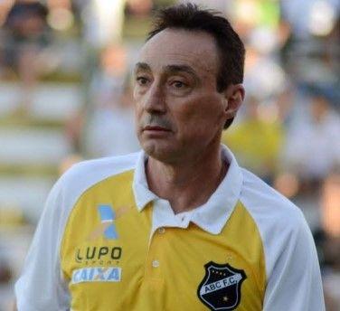 ONZE!FUTEBOL : Roberto Fonseca analisa propostas de clubes de for...