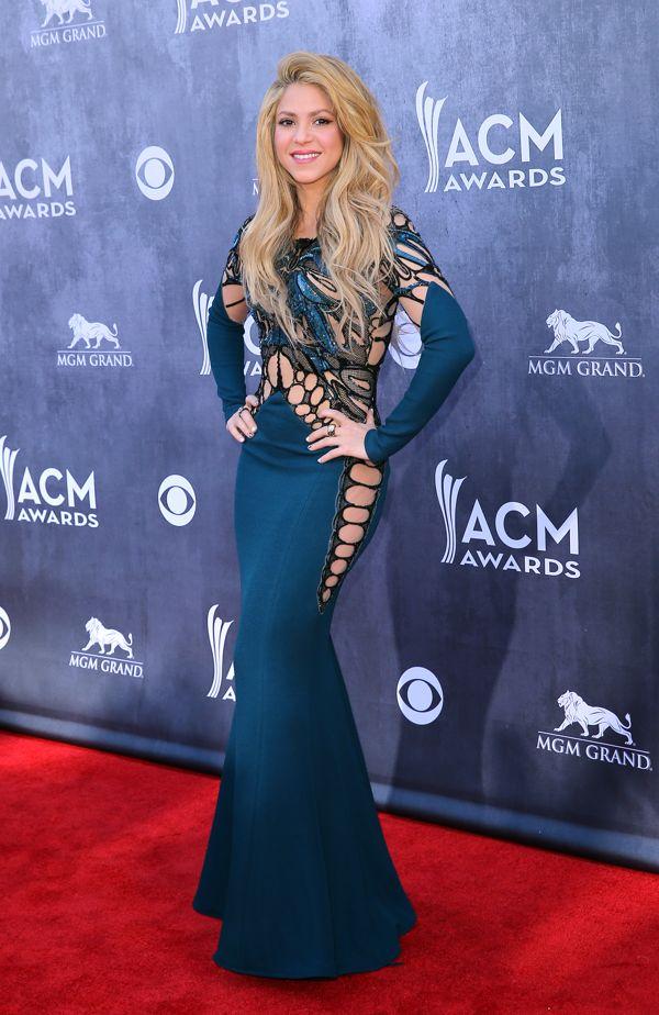 La diminuta cintura de Shakira en los premios a la música country - Yahoo    https://www.facebook.com/jdramon1