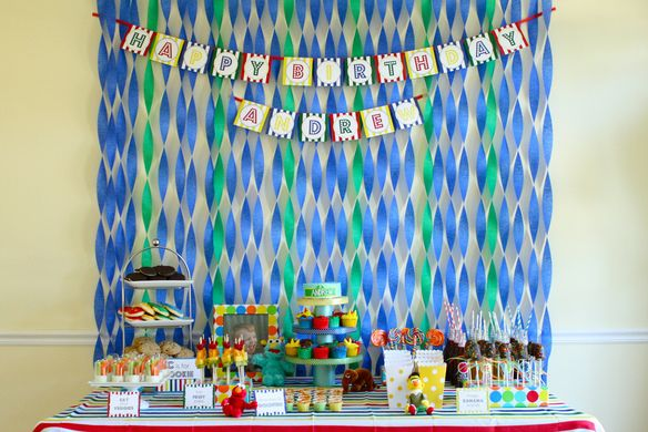 streamer backdrop, would be great for a pool party. Tons of clever Sesame Street themed games and a Sesame Street cupcake tutorialCrepes Paper, Birthday Parties, 1St Birthday, Sesame Streets, Parties Ideas, Street Parties, Crepe Paper, Party Ideas, Birthday Ideas