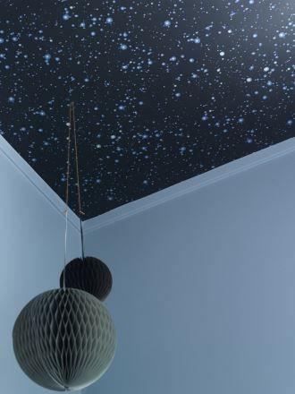 Det blir garantert søte drømmer under en stjernehimmel. Tapetet er fra…