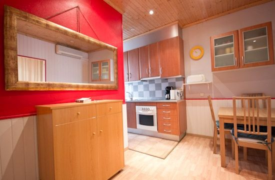 Barcelona, Spain Vacation Rental, 1 bed, 1 bath, kitchen with WIFI in El Raval. Thousands of photos and unbiased customer reviews, Enjoy a great Barcelona apartment rental perfect for your next holiday. Book online!
