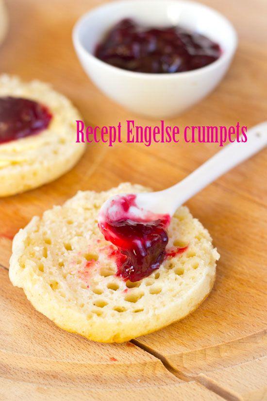 Engelse crumpets recept, met clotted cream ( appie ) en frambozenjam! Dan kan je dag toch niet meer stuk, met zo'n ontbijt? Zalig!!   :-D