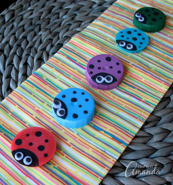 I've been saving the lids from my milk jugs just to make these little Plastic Lid Ladybugs, they make a very simple kid's craft and fit perfectly in the recycled crafts category!