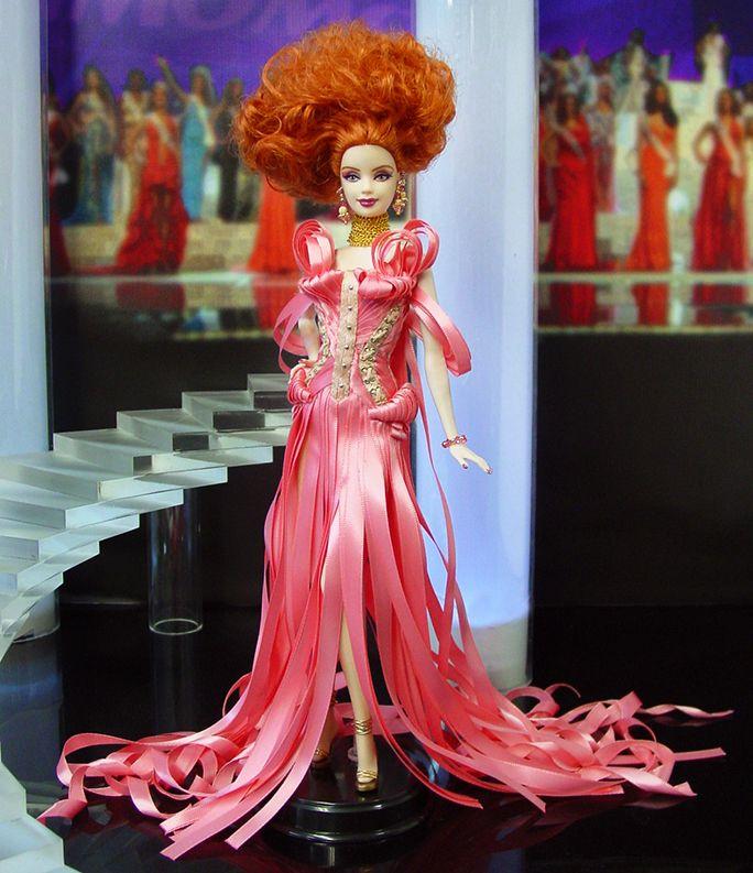 """Miss Connecticut 2014/15 -   con un vestido de alta costura inspirado en Jean Paul Gaultier de su exposición """"El mundo de la moda de Jean Paul Gaultier: De la acera a la pasarela""""."""