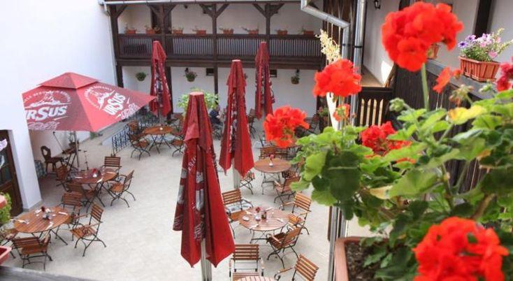 Hotel Casa Wagner Sighisoara, #Hoteluri #Sighisoara. Casa Wagner se afla in Piata Principala din orasului vechi din Sighisoara, inclus in Patrimoniul Mondial UNESCO, si ofera un cadru istoric unic, camere bine dotate, decorate individual, si mancaruri rafinate. Camerele hotelului, tavanul boltit al restaurantului si crama creeaza o atmosfera istorica unica. Fiecare camera a Hotelului Casa Wagner a fost redecorata pentru a pastra cat mai bine atmosfera de epoca si ofera dotari moderne, cum ar…