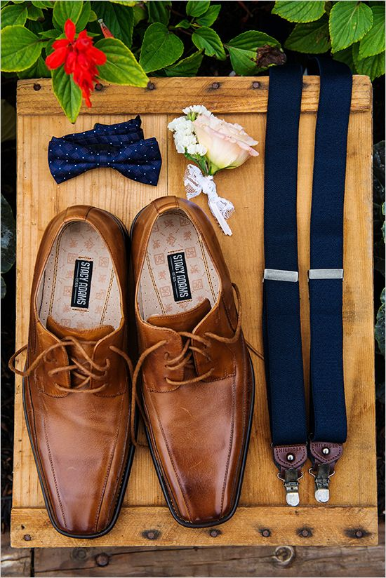 groom accessories | groom in suspenders | farm style wedding in New York | #weddingchicks