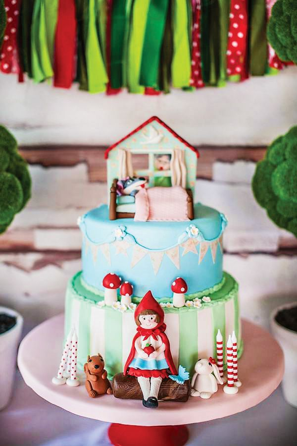Little Red Riding Hood cake, party. Caperucita Roja pastel y fiesta