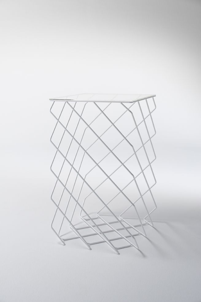 I really like the lines on this object (bin?) At the bottom it gives  some sort of little distortion.