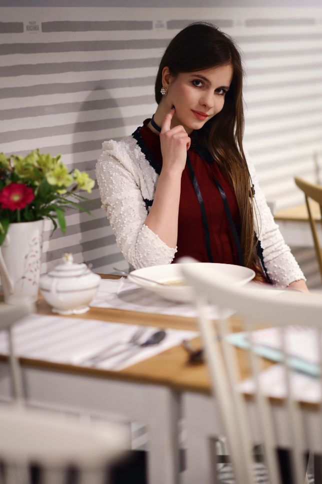 Czerwona Sukienka Bialy Zakiet Czarne Ponczochy I Lakierowane Szpilki Ari Maj Personal Blog By Ariadna Majewska Wasche