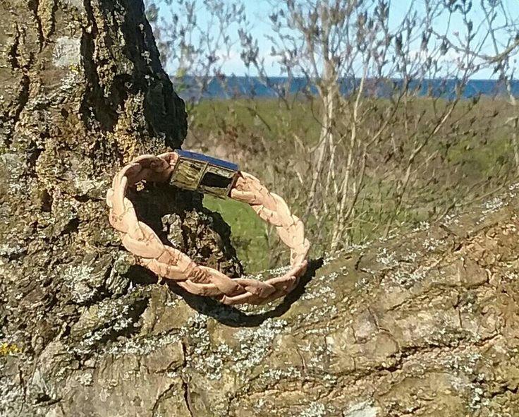 Bracelet made of cork.