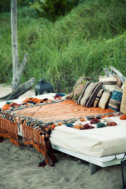 i wanna put a bed on the beach!