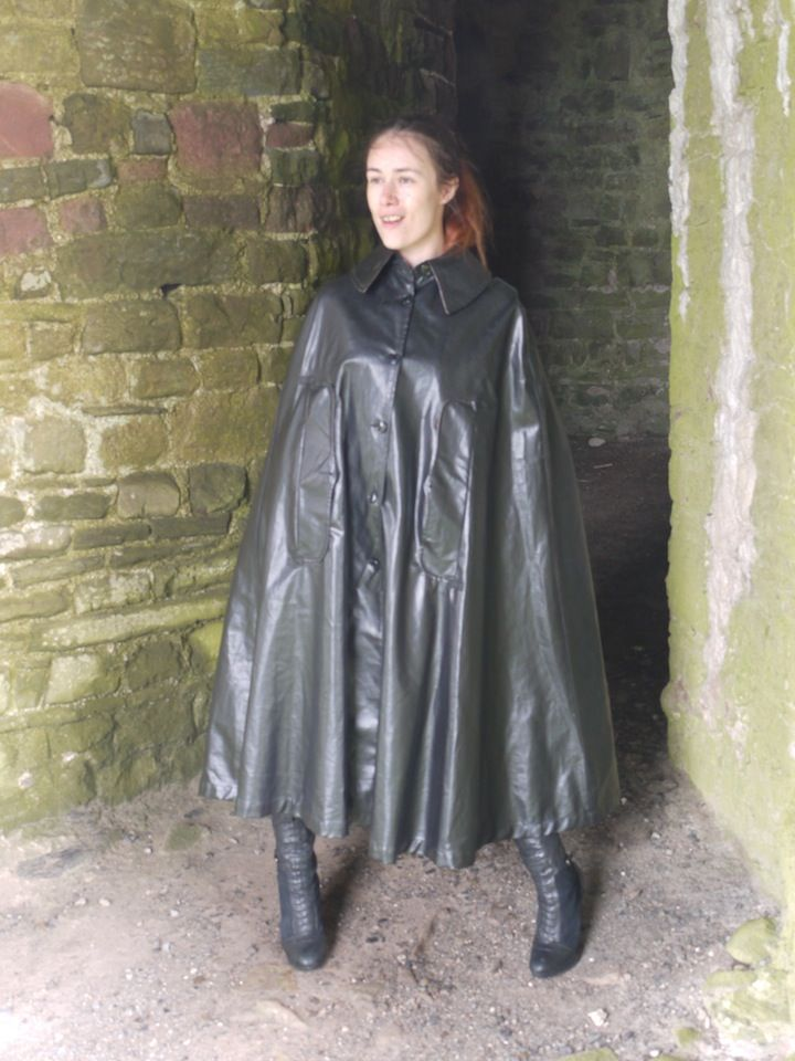 Black Rubber Cape | Cape | Rain wear, Rubber raincoats und ...
