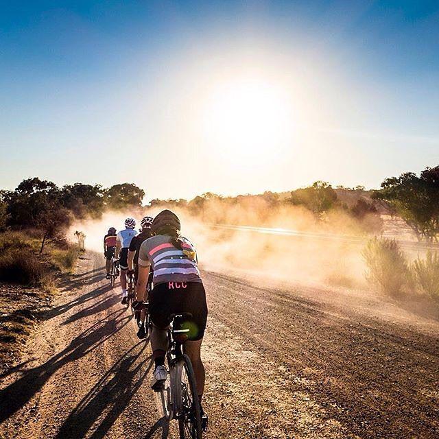 fietsen in dure, maar mooie kleding van Rapha
